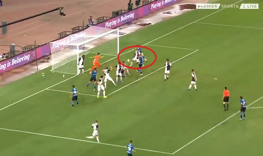 Matthijs de Ligt strzelił gola samobójczego w meczu Juventusu z Interem