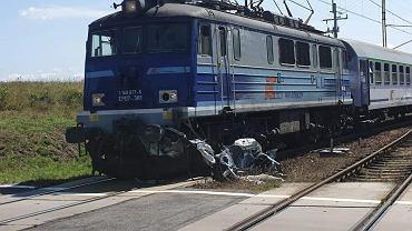 Wypadek na przejeździe kolejowym w Nawinie
