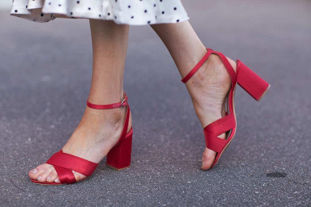 Sandały dla kobiet po 50-tce