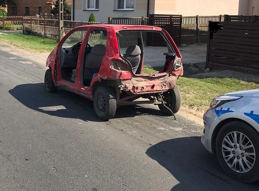 'Rozebrany' samochód, którym poruszał się pijany 25-latek