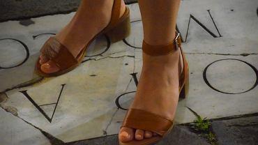 buty na lato, zdjęcie ilustracyjne