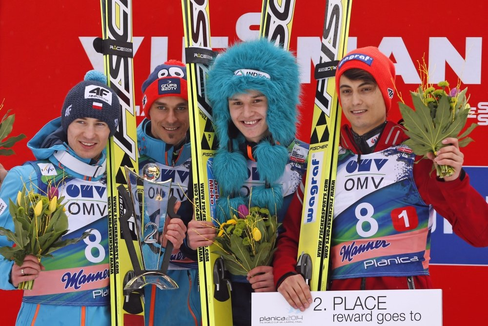 Kamil Stoch, Piotr Żyła, Klemens Murańka i Maciej Kot na podium drużynowego konkursu w Planicy
