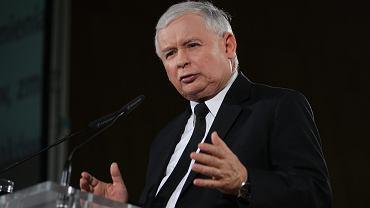 - Demokracja jest zagrożona przez korupcję, zjawisko korupcji narasta, należy się mu przeciwstawiać - tę myśl Jarosław Kaczyński powtarza bardzo często.