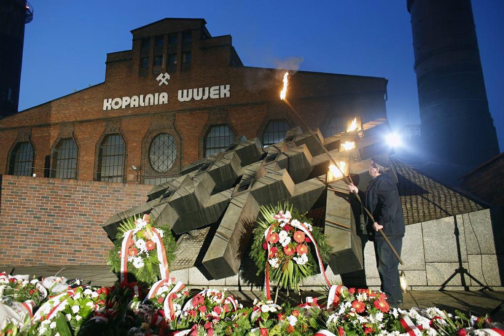 37. rocznica pacyfikacji kopalni Wujek. Premier przyznał świadczenia specjalne 17 górnikom, którzy zostali wtedy ranni