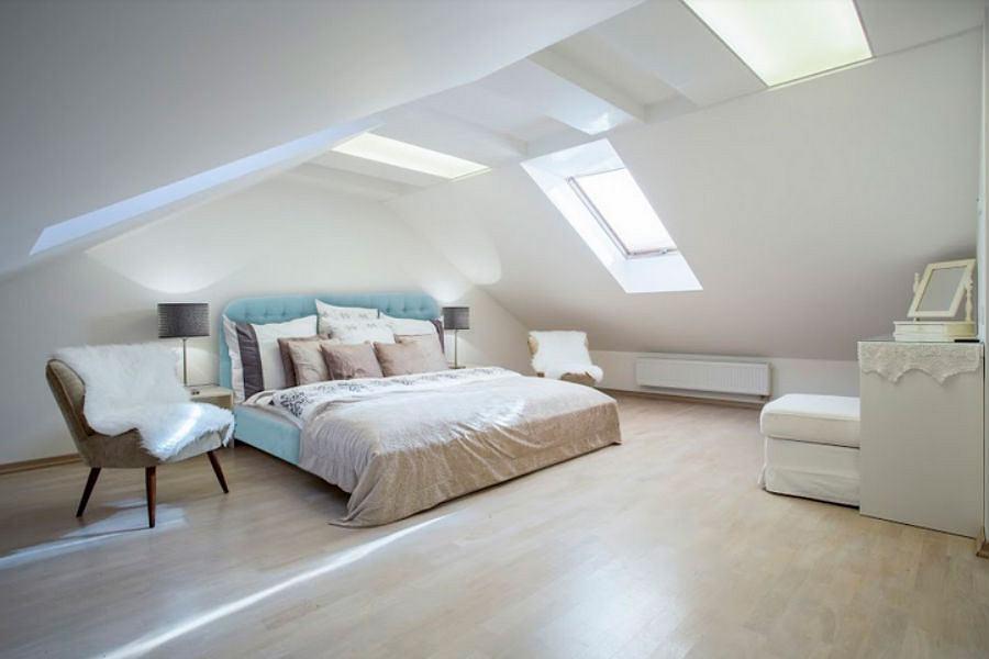 Łóżko tapicerowane w pastelowym kolorze