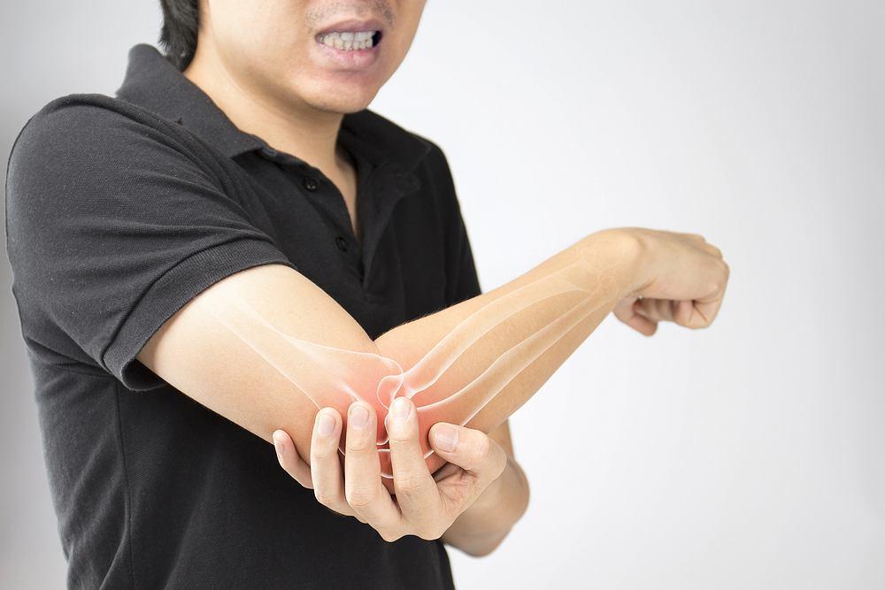 Do najbardziej charakterystycznych objawów raka kości należą ból kości, opuchlizna lub wyczuwalny guzek na kości i osłabienie tkanki kostnej