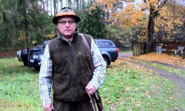 Marek Porczak - myśliwy, członek Koła Łowieckiego 'Ostoja' w Jarosławiu. Ma 56 lat, od 15 lat jest myśliwym. Zastrzelił pięć dzików