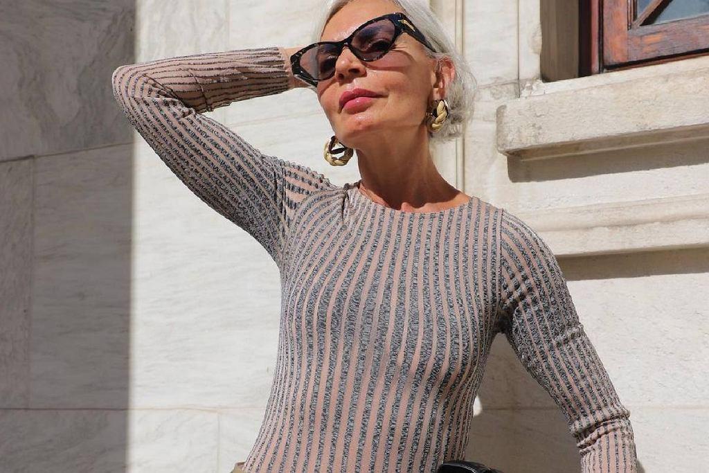 Piękny cienki sweterek, blogerka po 50-tce