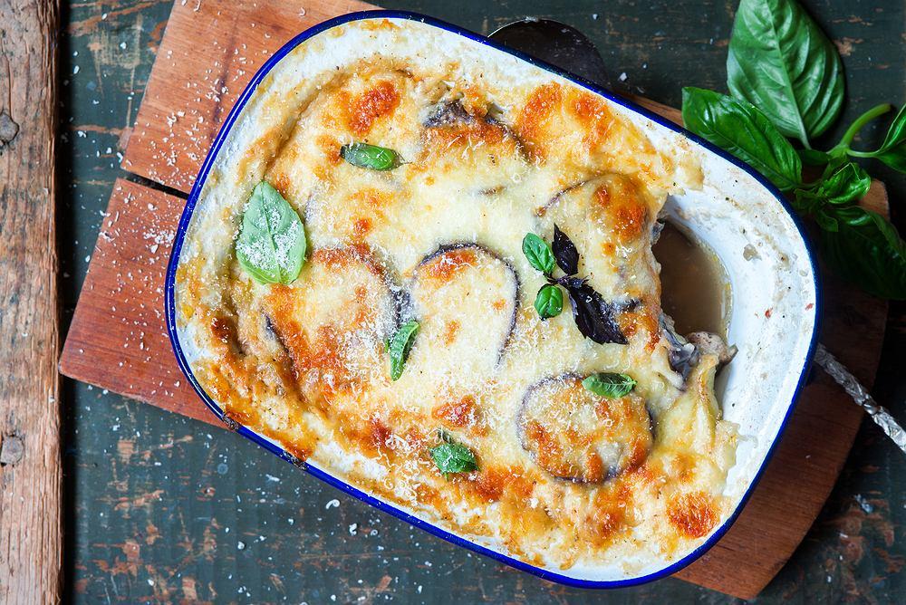 Musaka (albo moussaka) to tradycyjna potrawa pochodząca z Grecji. Przypomina trochę lazanię, lecz zamiast płatów makaronu występuje w niej bakłażan