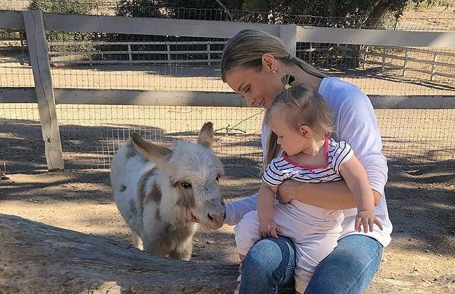 Joanna Krupa uczy córkę miłości do zwierząt