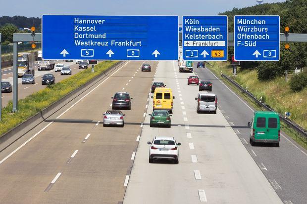 Niemcy mogą pędzić bez limitu, ale nie chcą. Większość kierowców jeździ wolniej niż my w Polsce