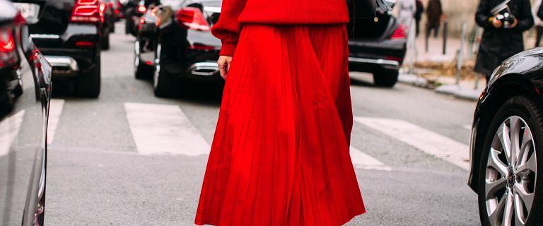 Spódnica w tym kolorze jest ultrakobieca i ponadczasowa.