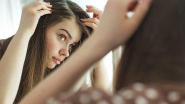 Siwe włosy a stres