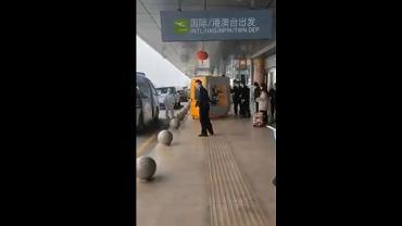 Scena z nagrania z lotniska