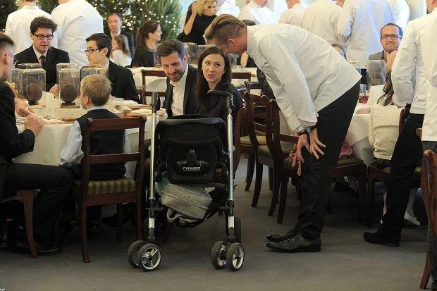 Monika Pyrek z mężem i dzieckiem