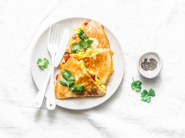 Wegańska śniadaniowa quesadilla