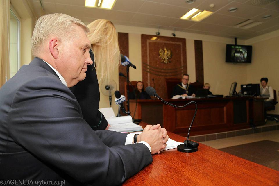 Sąd pracy rozstrzyga, czy decyzja radnych PiS  o obniżeniu wynagrodzenia prezydentowi Białegostoku, Tadeuszowi Truskolaskiemu była zgodna z prawem