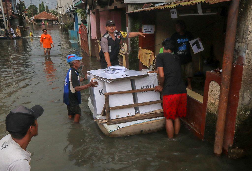 Wybory w Indonezji. Zmarło już 272 urzędników, którzy liczyli głosy wyborców