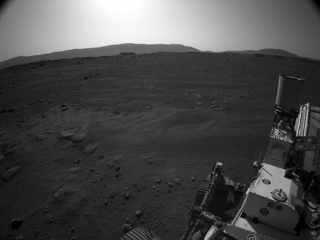 Fotografia z łazika Perseverance wykonana na Marsie
