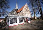 46 mszy świętych w Niedzielę Palmową w jednej parafii. Proboszcz dostawia namioty