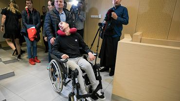 Poznań. 20-letni Albert został pobity i przejechany samochodem. Sąd ogłosił wyrok w jego sprawie