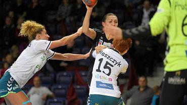Małgorzata Stasiak (z piłką)