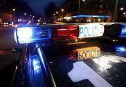 27.02.2009 SZCZECIN , RADIOWOZ POLICYJNY Z WLACZONYMI SWIATLAMI BLYSKOWYMI FOT. CEZARY ASZKIELOWICZ / AGENCJA GAZETA  SLOWA KLUCZOWE: POLICJA AKCJA POLICYJNA RADIOWOZ SWIATLO BLYSKOWE SWIATLA BLYSKOWE KOGUT INTERWENCJA
