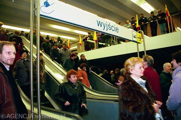 07.04.1995 Warszawa, otwarcie pierwszego odcinka warszawskiego metra . Fot. Michal Mutor / Agencja Gazeta  MM 2387