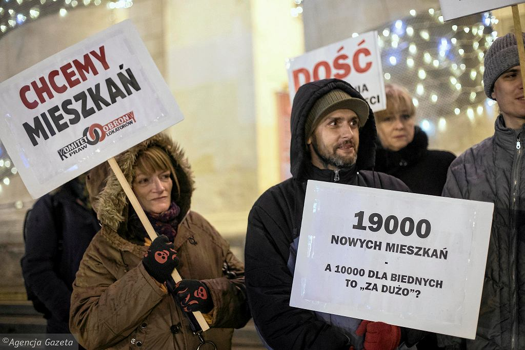 Protest lokatorów mieszkań komunalnych pod Pałacem Kultury i Nauki. Warszawa, 14 grudnia 2017 r.