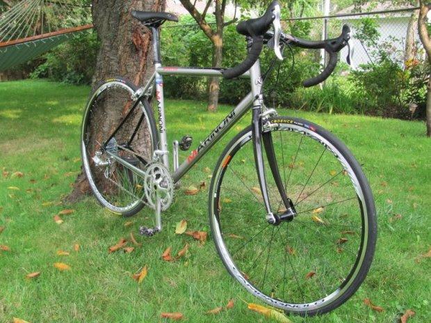 Stalowy rower, karbonowy widelec