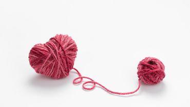 Kulki waginalne, zwane też kulkami gejszy i kulkami miłości nie służą wyłącznie rozkoszy. To raczej gimnastyczny gadżet, którego stosowanie, procentuje poprawą kondycji zdrowotnej części intymnych.