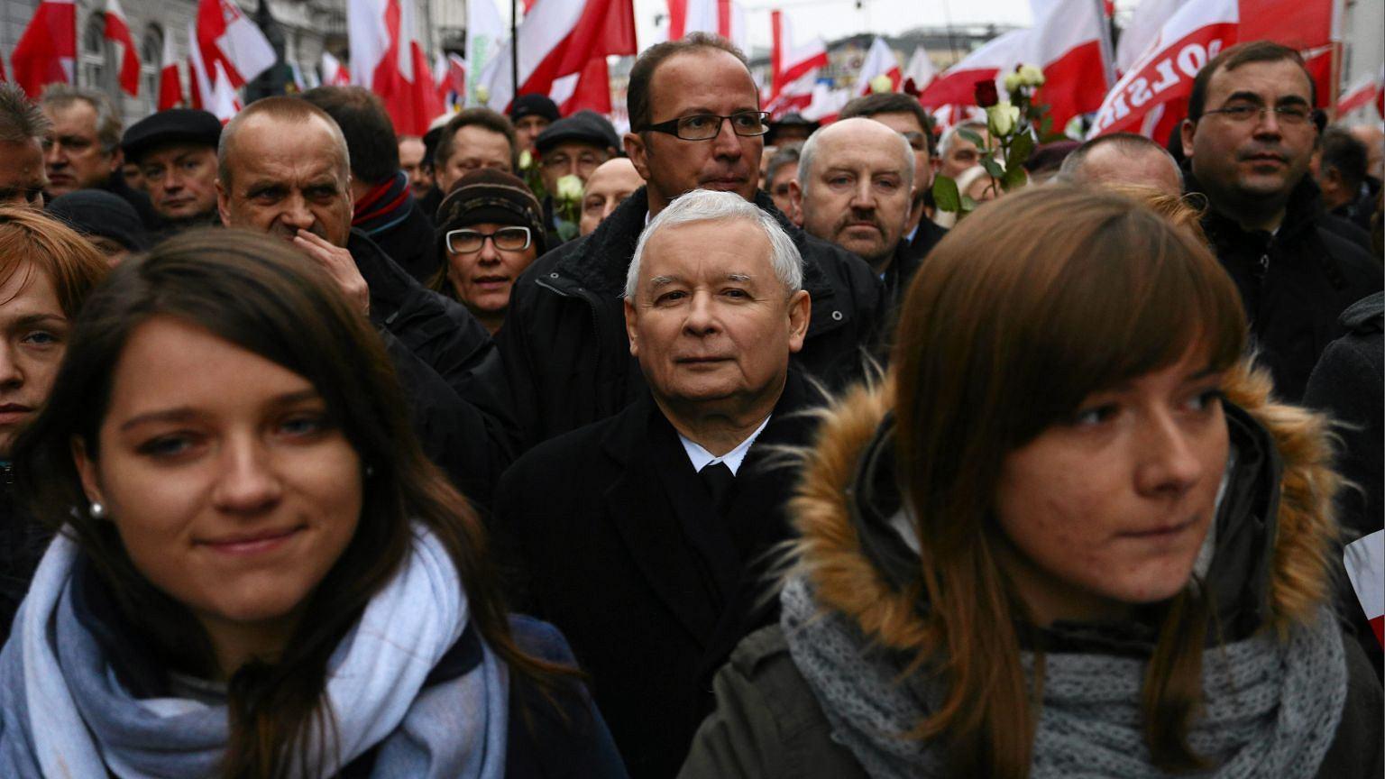 Jarosław Kaczyński w tłumie swoich zwolenników
