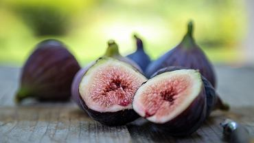 Świeże figi mają różne kolory, od zielonego po prawie czarny