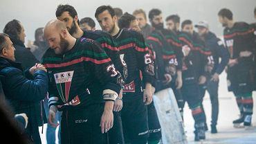 Hokeiści GKS-u Tychy podczas ceremonii medalowej