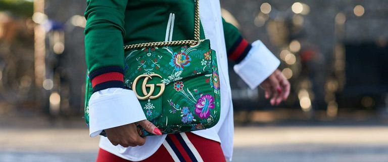Niepozorne torebki dla kobiet po 50-tce, które odmieniają stylizacje. Zachwycają kształtem, kolorem i detalami