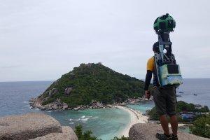 Spaceruje po turystycznych rajach i robi zdjęcia. Czy tak wygląda praca marzeń?