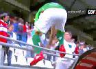 Argentyński piłkarz kopnął kibica. Prawie jak Cantona! [WIDEO]