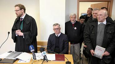 Sławomir Cenckiewicz przegrał proces ze Sławomirem Nitrasem. Na zdjęciu historyk podczas rozprawy w marcu 2019 roku