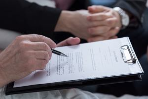 Gdy umiera właściciel firmy, wygasają umowy o pracę, koncesje, nieważny staje się NIP. Jak uratować firmę przed upadkiem?