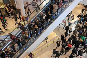 Zakaz handlu dzieli Polaków. Gorzej oceniana tylko reforma sądownictwa
