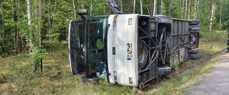 Wypadek autokaru pod Radomiem. Pojazd wpadł do rowu, 12 osób w szpitalu
