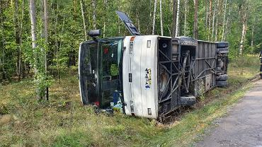 Wypadek autokaru pod Radomiem. 12 osób lekko rannych