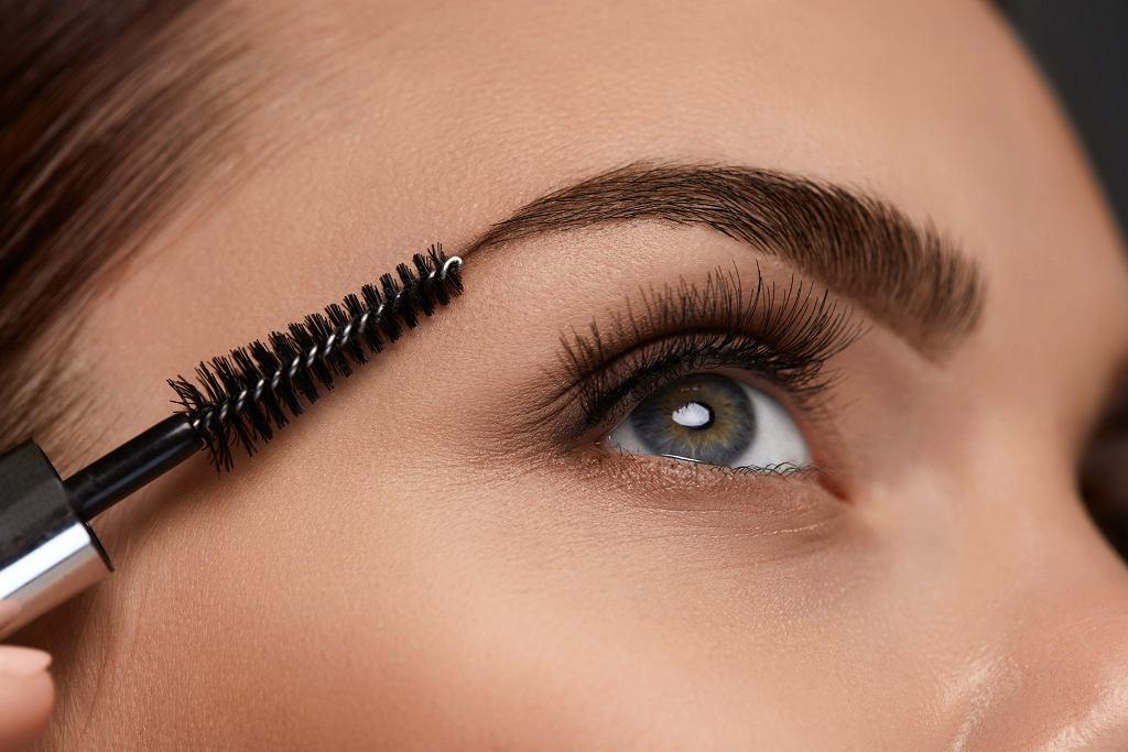 Rossmann wyprzedaje hitowy kosmetyk do brwi za mniej niż 20 zł. 'Efekt makijażu permanentnego'. Podobny kupisz też w Hebe (zdjęcie ilustracyjne)