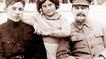 Wasilij, Swietłana i Józef Stalinowie.