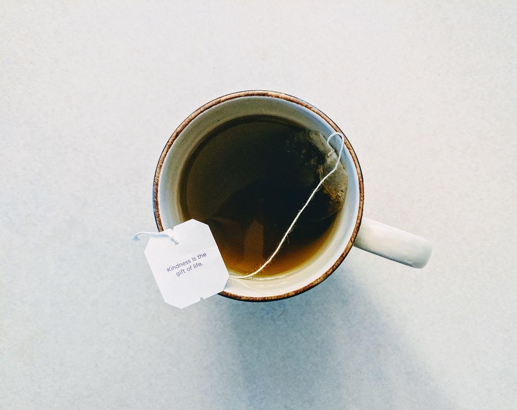 Picie w umiarkowanych ilościach herbaty zmniejsza ryzyko chorób serca