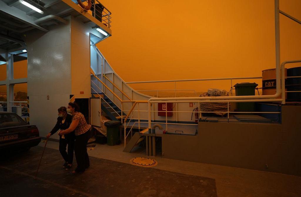 Ewakuacja mieszkańców jednej z wiosek na wyspie Eubea - około 189 kilometrów na północ od Aten. Pożary lasów wybuchły w wielu częściach Grecji podczas trwającej od tygodnia najgorszej w Grecji od dziesięcioleci fali upałów.