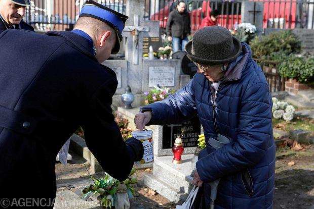 Zdjęcie numer 6 w galerii - Rekordowa kwesta. Na cmentarzu św. Jerzego w Toruniu udało się zebrać 23,5 tys. zł