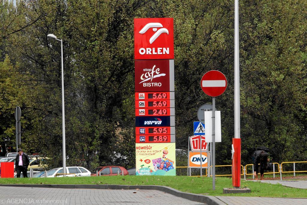 Coraz wyższe ceny paliw. Na stacjach znów, jak w 2013 roku, płacimy 5 zł za litr. N/z. Stacja paliw Orlen przy Węźle Murckowskim w Katowicach