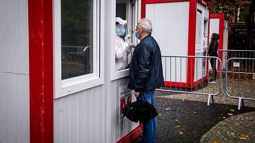 Słowacja zaczyna wielki test na koronawirusa. Sprawdzą każdego, na razie tylko 1 proc. pozytywnych. Bratysława, 31 października 2020 r.