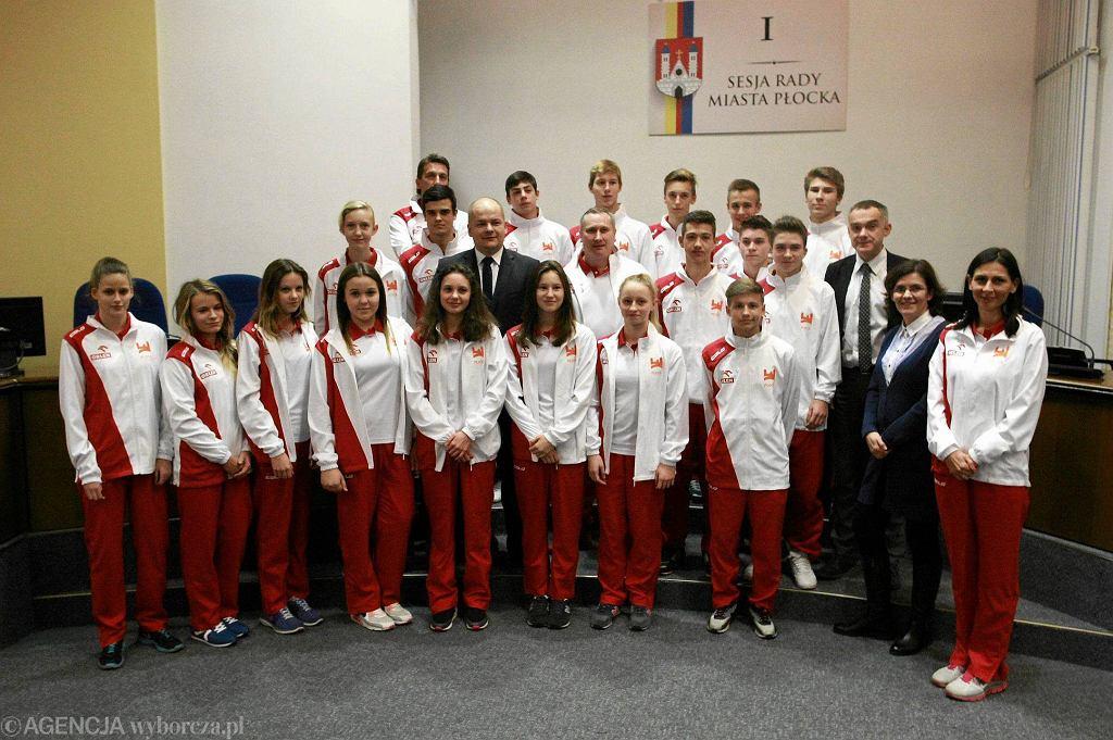 Młodzi płoccy sportowcy odebrali nominacje olimpijskie w ratuszu